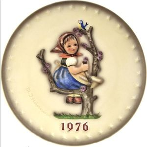 Hummel 1976 Annual Hummel Plate,  Apple Tree Girl